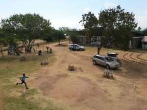 Gelände mit Vorschule und Spielplatz