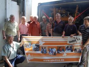 Helfer bei der Containeraktion 2012